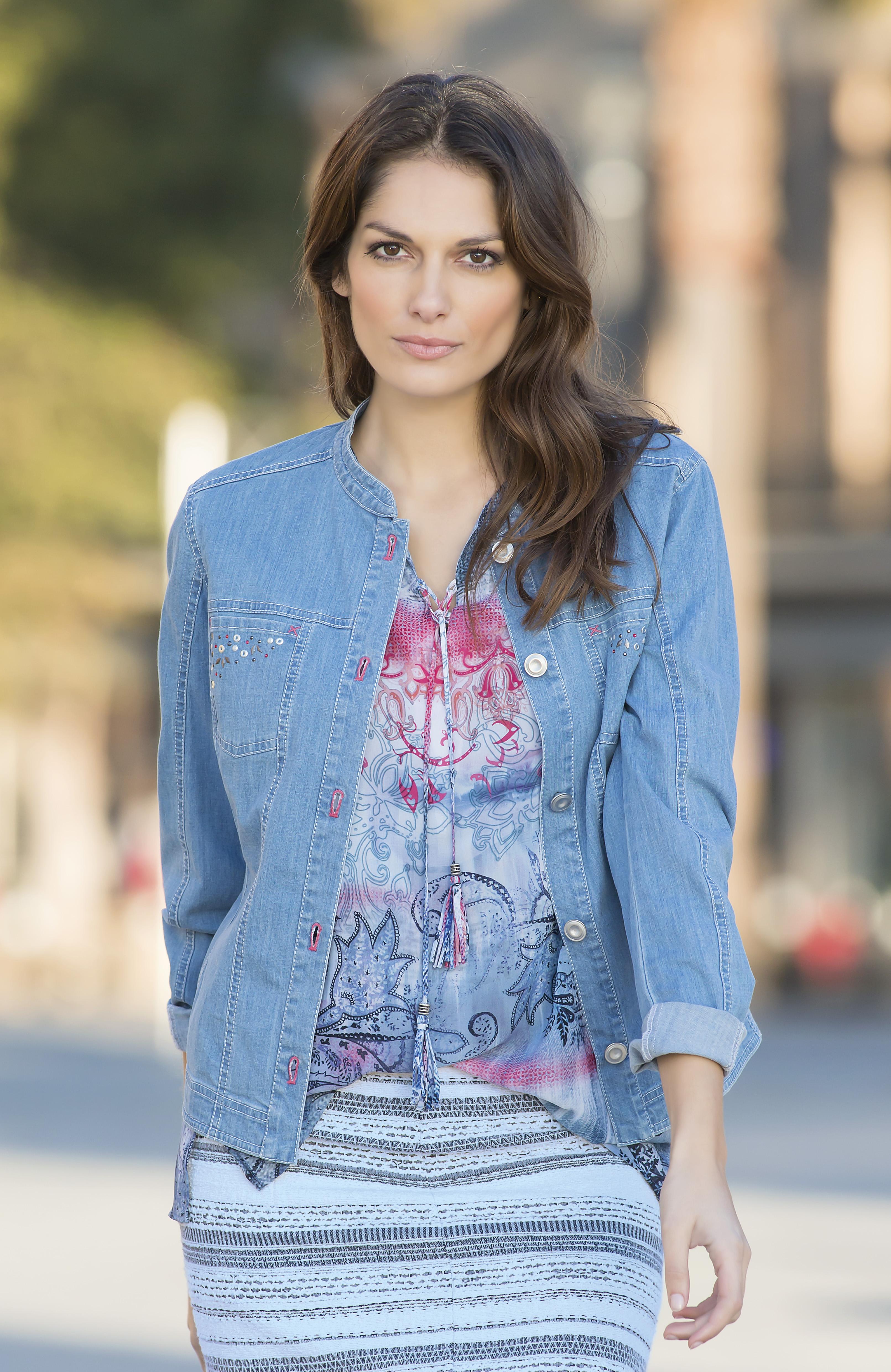 Lässige Jeansjacke mit Shirtbluse von Rabe Moden bei Bernhardt Moden